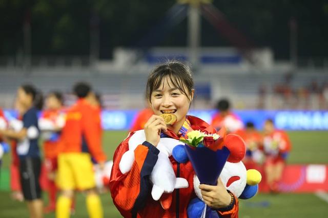 Ngỡ ngàng vẻ đẹp nữ tuyển thủ Việt Nam giành HCV SEA Games 30 - 2
