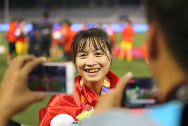 Những cô gái vàng bóng đá nữ SEA Games 30 giao lưu cùng độc giả Dân trí từ Philippines - 6