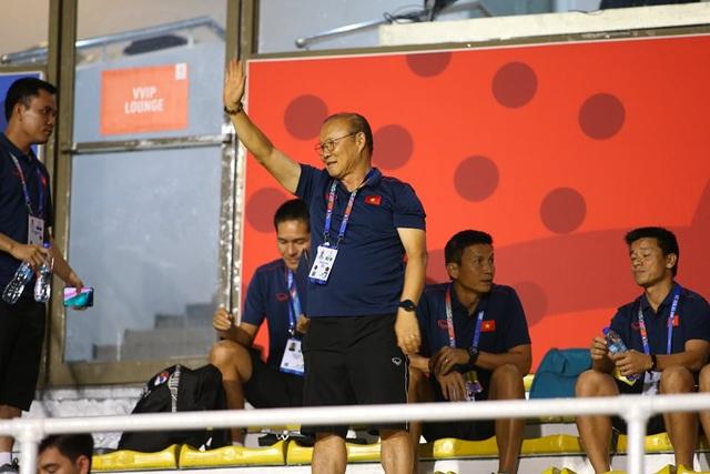 HLV Park Hang Seo đi cổ vũ tuyển nữ Việt Nam thi đấu chung kết với Thái Lan - 4