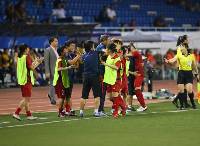 Đánh bại Thái Lan, đội tuyển nữ Việt Nam giành HCV SEA Games 30 - 13