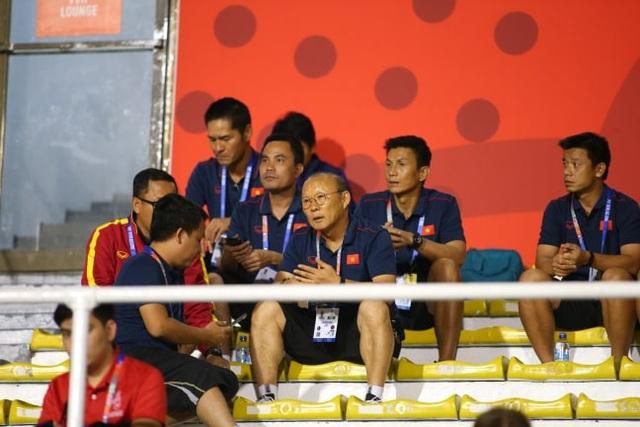 HLV Park Hang Seo đi cổ vũ tuyển nữ Việt Nam thi đấu chung kết với Thái Lan - 2
