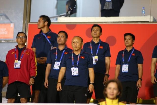 HLV Park Hang Seo đi cổ vũ tuyển nữ Việt Nam thi đấu chung kết với Thái Lan - 6