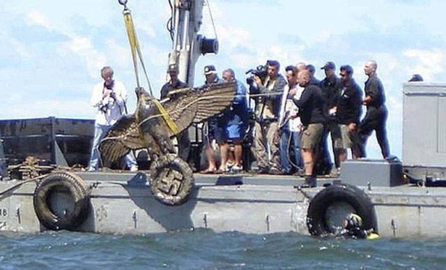 Đại bàng khổng lồ trị giá 20 triệu bảng trục vớt từ xác chiến hạm của Hitler - 1