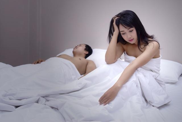 Buồn chồng yếu chuyện chăn gối, vợ lừa chồng uống thuốc kích thích và cái kết đắng - 2