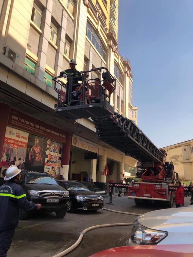 Hà Nội: Cháy phòng giao dịch ngân hàng ngay dưới tầng 1 chung cư - 3