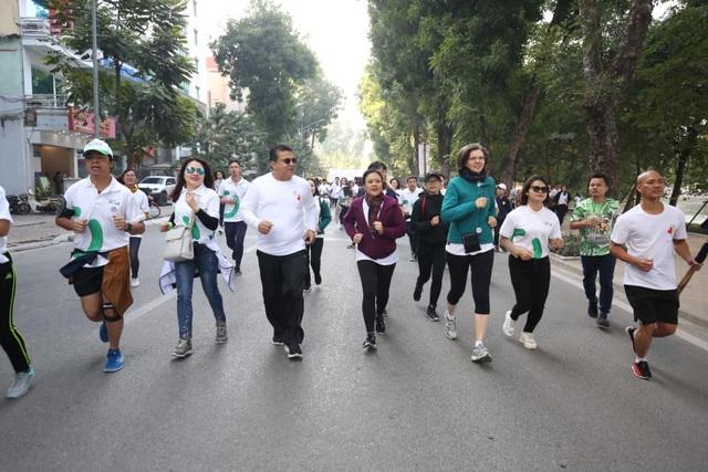 Các đại sứ tham gia chạy vì trẻ em Hà Nội 2019 - 9