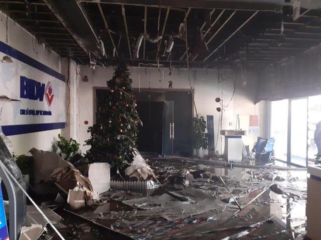 Hà Nội: Cháy phòng giao dịch ngân hàng ngay dưới tầng 1 chung cư - 2