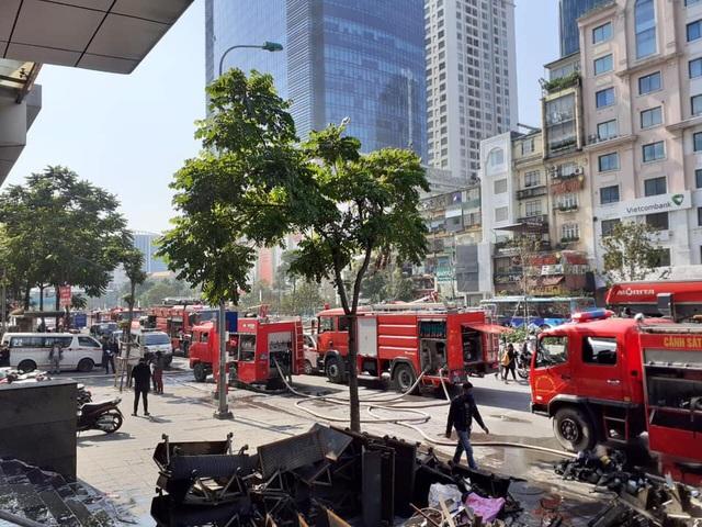 Hà Nội: Cháy phòng giao dịch ngân hàng ngay dưới tầng 1 chung cư - 4