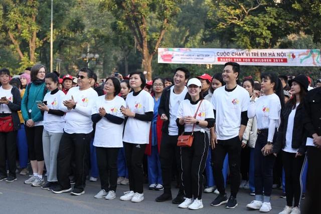 Các đại sứ tham gia chạy vì trẻ em Hà Nội 2019 - 3
