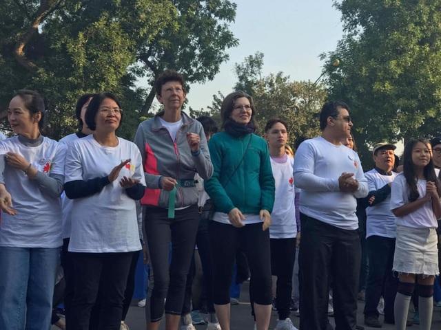 Các đại sứ tham gia chạy vì trẻ em Hà Nội 2019 - 4