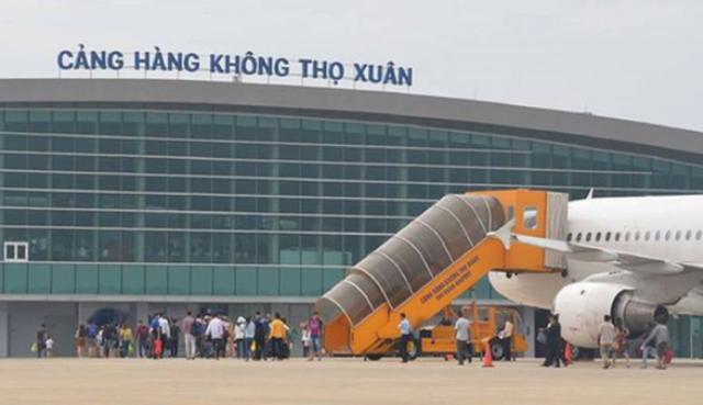 Nhân viên an ninh sân bay trả lại 200 triệu đồng cho hành khách bỏ quên - 1