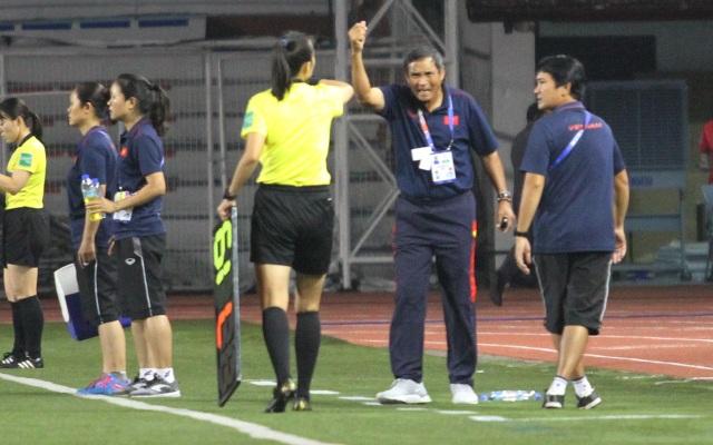 Huỳnh Như liên tục bị đá xấu, HLV Mai Đức Chung phản ứng trọng tài - 3