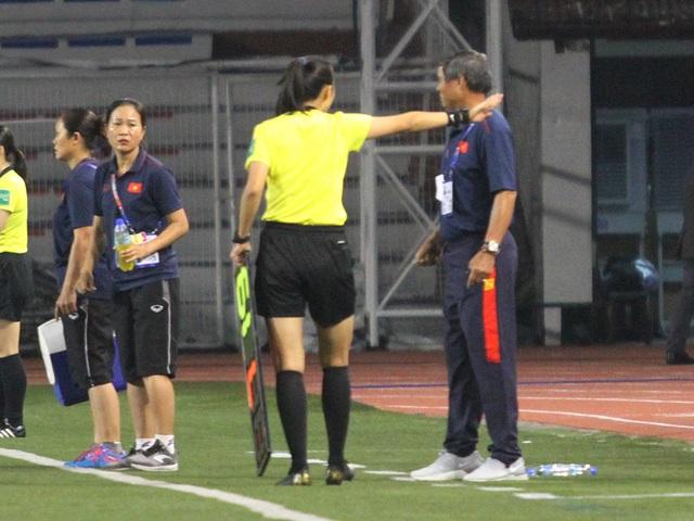 Huỳnh Như liên tục bị đá xấu, HLV Mai Đức Chung phản ứng trọng tài - 9