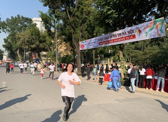 Các đại sứ tham gia chạy vì trẻ em Hà Nội 2019 - 13