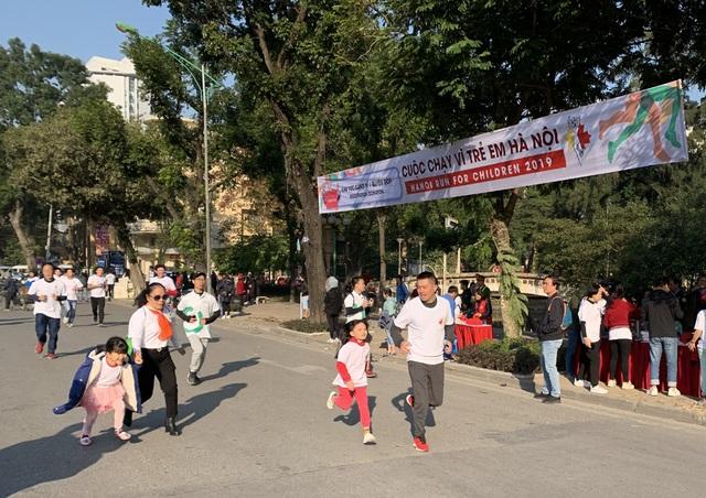 Các đại sứ tham gia chạy vì trẻ em Hà Nội 2019 - 14