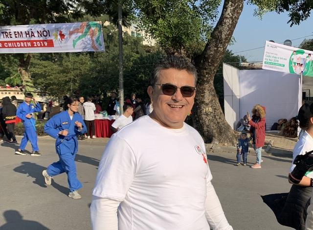 Các đại sứ tham gia chạy vì trẻ em Hà Nội 2019 - 12