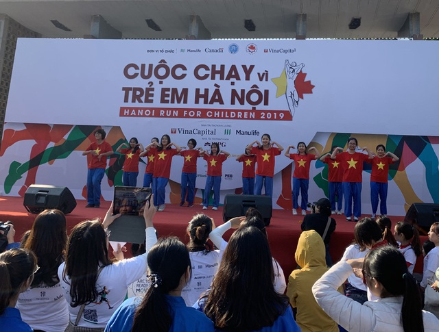 Các đại sứ tham gia chạy vì trẻ em Hà Nội 2019 - 18