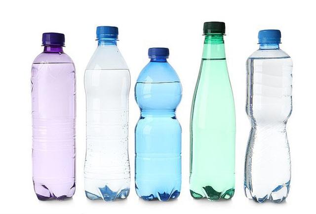 Uống nước kiểu này, nhiễm hóa chất uốn cong giới tính - 1
