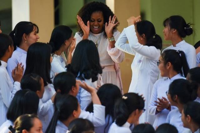 Bà Michelle Obama nhắn gửi nữ sinh Việt: Hãy theo đuổi ước mơ thông qua giáo dục - 2