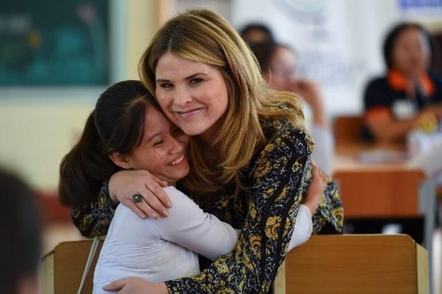 Bà Michelle Obama nhắn gửi nữ sinh Việt: Hãy theo đuổi ước mơ thông qua giáo dục - 12