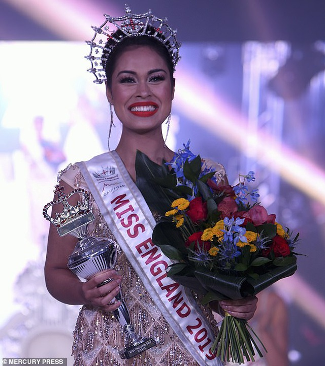 Nữ bác sĩ đi thi Miss World giải cứu cho đối thủ bị gãy xương cổ tay - 7