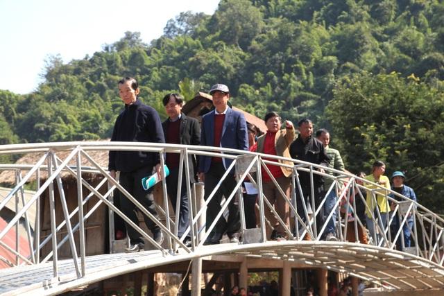Khánh thành cây cầu mơ ước thứ 17, nâng bước chân bà con dân bản Na Kho - 12