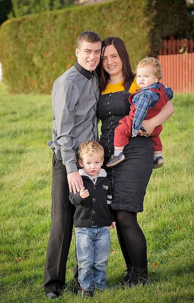Bà mẹ có 2 tử cung, mang thai mỗi bên 1 đứa trẻ - 2