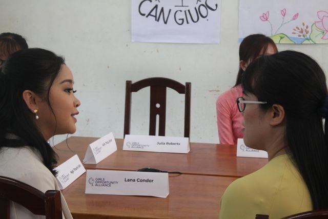 Bà Michelle Obama nhắn gửi nữ sinh Việt: Hãy theo đuổi ước mơ thông qua giáo dục - 14