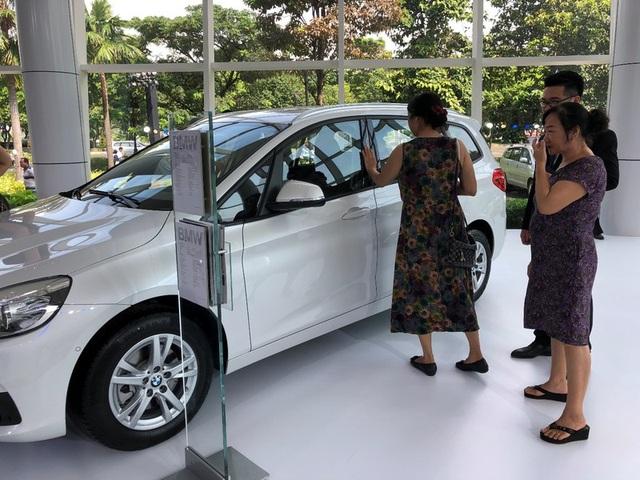Giá xe giảm sâu tới 300 triệu đồng, kích cầu thị trường Tết - 1