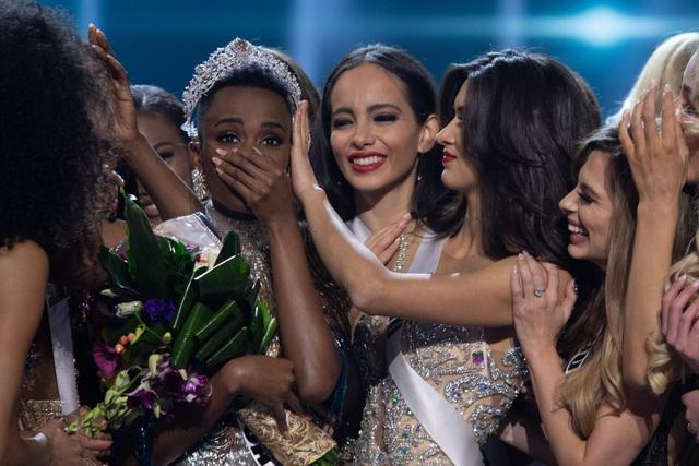 Những hình ảnh đầy cảm xúc của chung kết Hoa hậu Hoàn vũ 2019 - 9