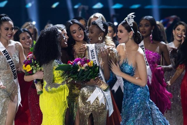 Những hình ảnh đầy cảm xúc của chung kết Hoa hậu Hoàn vũ 2019 - 7