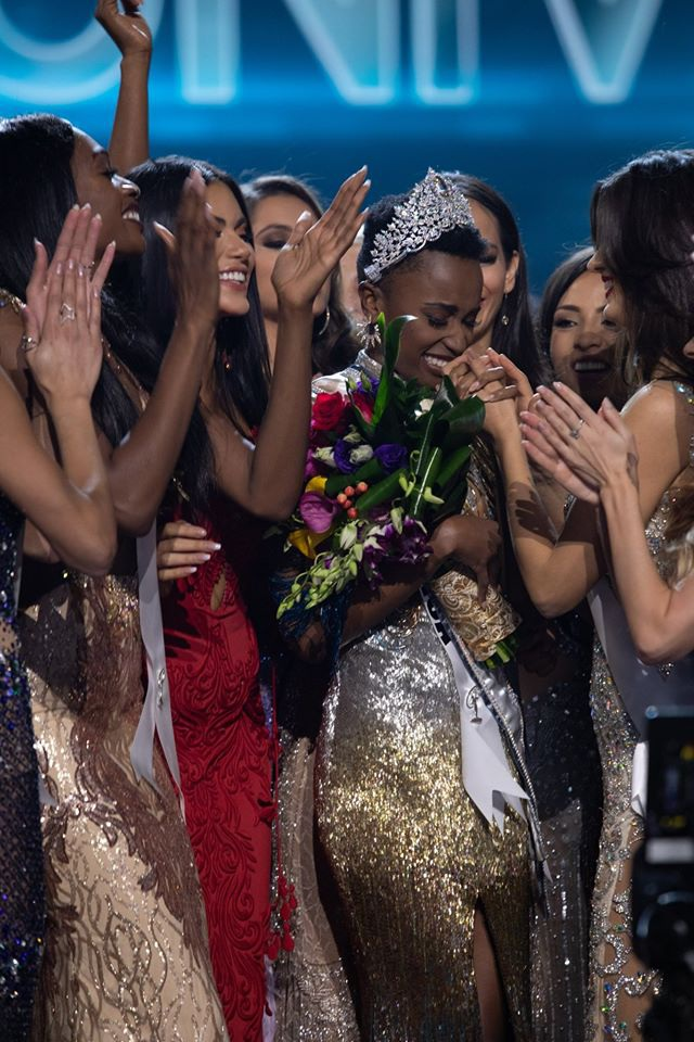 Những hình ảnh đầy cảm xúc của chung kết Hoa hậu Hoàn vũ 2019 - 11
