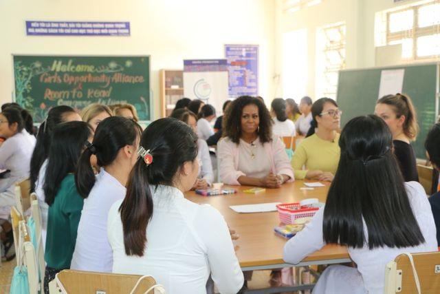 Bà Michelle Obama nhắn gửi nữ sinh Việt: Hãy theo đuổi ước mơ thông qua giáo dục - 9