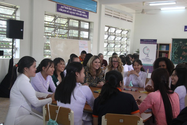 Bà Michelle Obama nhắn gửi nữ sinh Việt: Hãy theo đuổi ước mơ thông qua giáo dục - 5