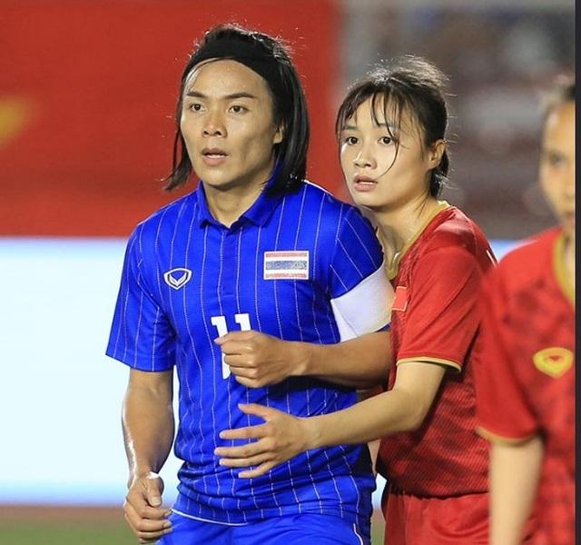 Hoàng Thị Loan: Cầu thủ nữ giống nam giới của Thái Lan có gia đình rồi - 2