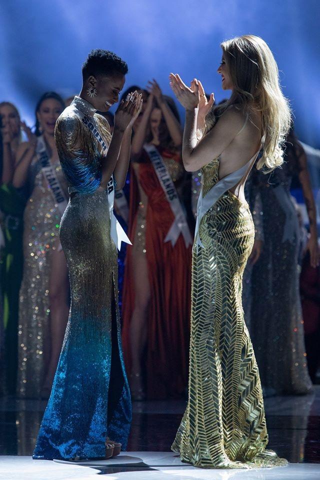 Những hình ảnh đầy cảm xúc của chung kết Hoa hậu Hoàn vũ 2019 - 1