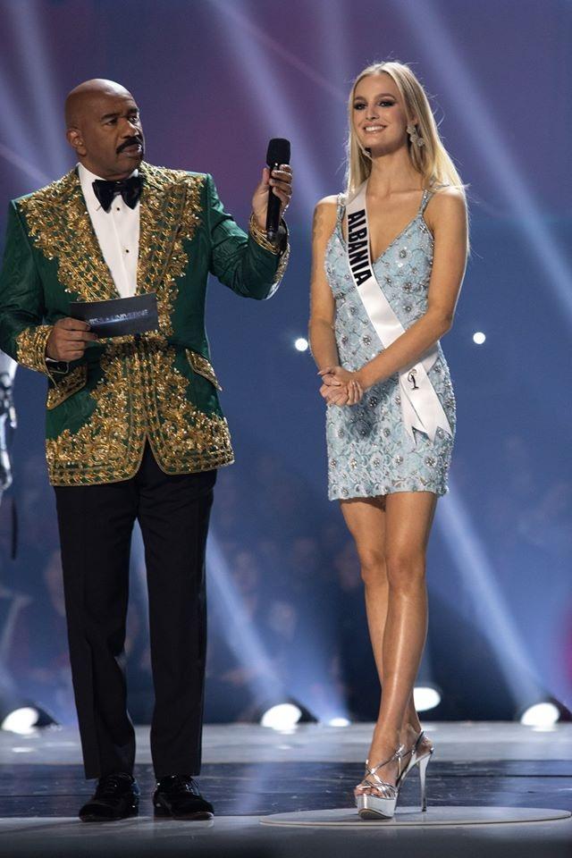 Những hình ảnh đầy cảm xúc của chung kết Hoa hậu Hoàn vũ 2019 - 29