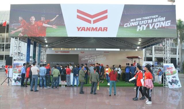 Yanmar mở gian hàng nhà tài trợ cổ vũ bóng đá trận đấu Việt Nam - Thái Lan - 1