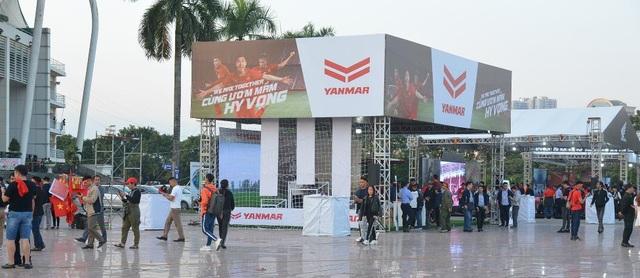 Yanmar mở gian hàng nhà tài trợ cổ vũ bóng đá trận đấu Việt Nam - Thái Lan - 2