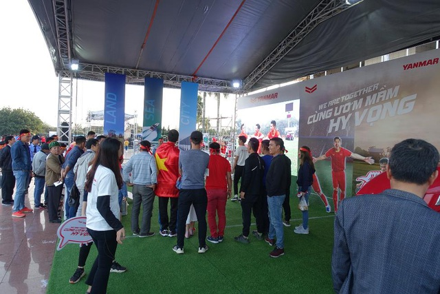 Yanmar mở gian hàng nhà tài trợ cổ vũ bóng đá trận đấu Việt Nam - Thái Lan - 4
