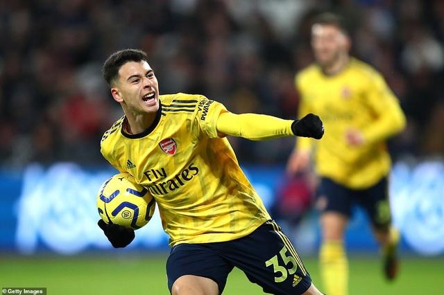 West Ham 1-3 Arsenal: Chiến thắng đầu tay cho Ljungberg - 1