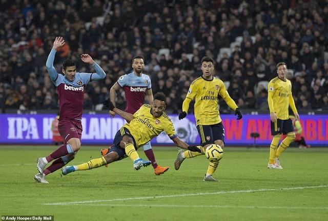 West Ham 1-3 Arsenal: Chiến thắng đầu tay cho Ljungberg - 3
