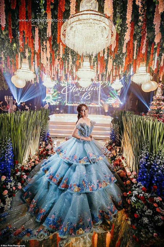 """Sinh nhật tuổi 18 của cô gái Philippines được so sánh với phim """"Con nhà siêu giàu Châu Á"""" - 1"""