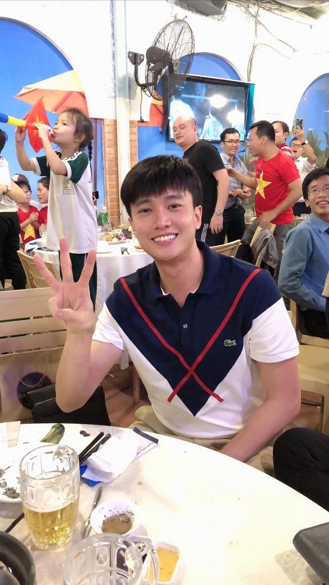 Nghệ sĩ Việt vỡ oà, nghẹn ngào khi U22 Việt Nam đoạt HCV SEA Games  - 5