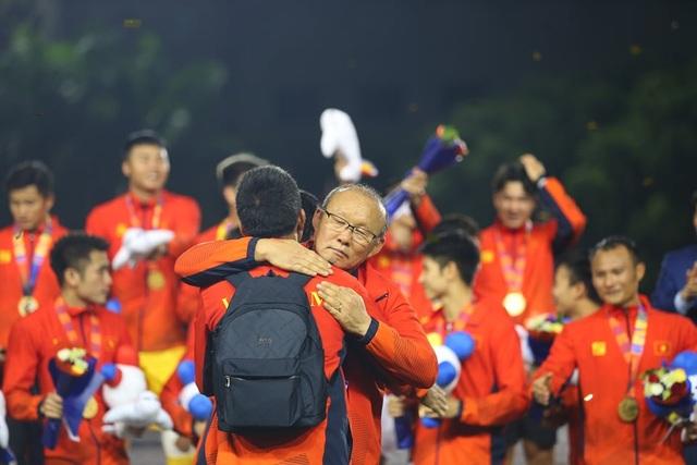 [ẢNH] Cảm xúc hạnh phúc của cầu thủ U22 Việt Nam trong chiến thắng lịch sử tại SEA Games - 31