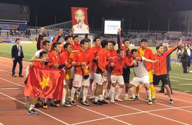 Nghệ sĩ Việt vỡ oà, nghẹn ngào khi U22 Việt Nam đoạt HCV SEA Games  - 1