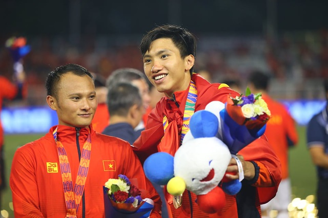 [ẢNH] Cảm xúc hạnh phúc của cầu thủ U22 Việt Nam trong chiến thắng lịch sử tại SEA Games - 32