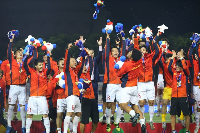 [ẢNH] Cảm xúc hạnh phúc của cầu thủ U22 Việt Nam trong chiến thắng lịch sử tại SEA Games - 28