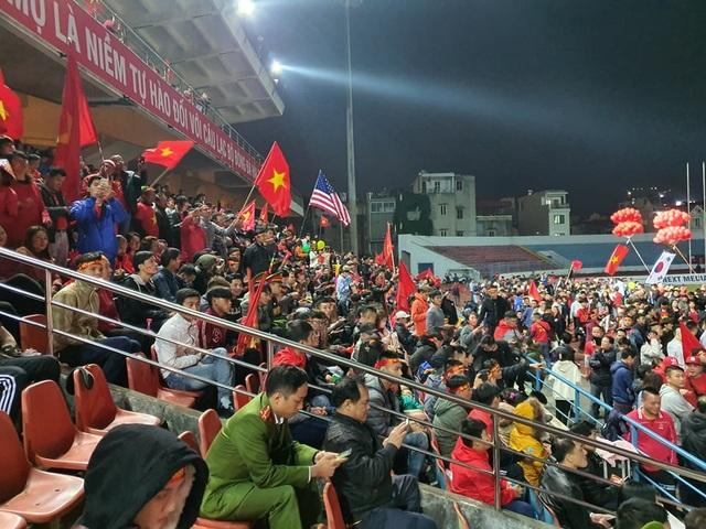 Vỡ òa với 3 bàn thắng của Văn Hậu, Hùng Dũng - 16