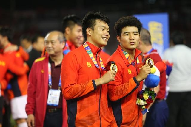 [ẢNH] Cảm xúc hạnh phúc của cầu thủ U22 Việt Nam trong chiến thắng lịch sử tại SEA Games - 29